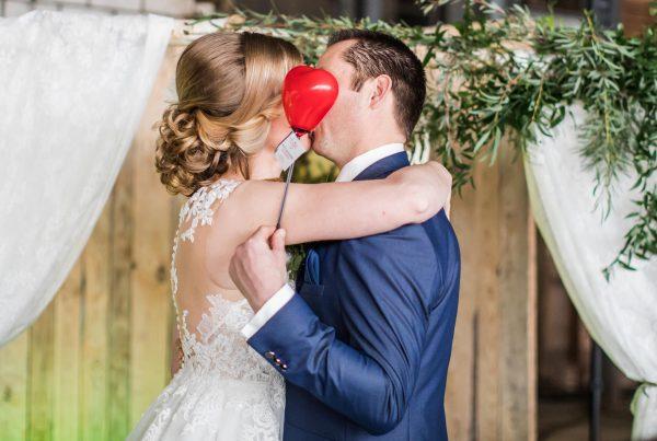 bruidspaar kus